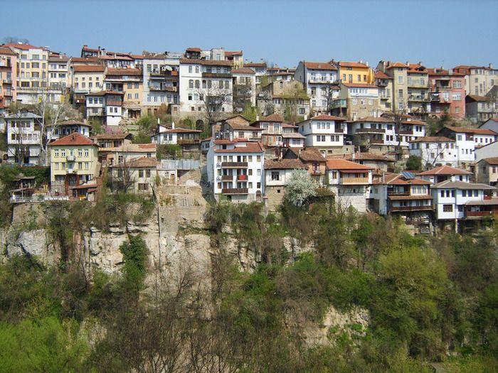 В доме, где была создана 1-я конституция свободной Болгарии, расположен музей национального Возрождения Велико Тырново.